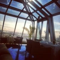 Foto diambil di Kempinski Hotel Moika 22 oleh Daniela 👑 pada 3/21/2012