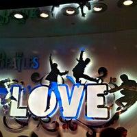 Das Foto wurde bei The Beatles LOVE (Cirque du Soleil) von David O. am 1/10/2012 aufgenommen