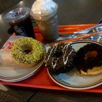 Снимок сделан в Dunkin Donuts пользователем Quina Paramadina R. 8/6/2012