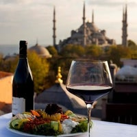 Foto diambil di Şah Cafe & Bar oleh Kayhan P. pada 2/26/2012