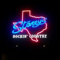 Das Foto wurde bei Stoney's Rockin' Country von Johnny H. am 8/29/2011 aufgenommen