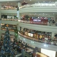 Photo prise au Robinsons Place Manila par Eric S. le11/20/2011