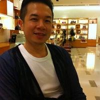 Foto diambil di Louis Vuitton oleh debbie n. pada 8/17/2011