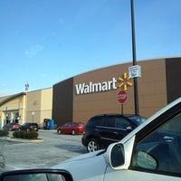 Снимок сделан в Walmart Supercenter пользователем Stella T. 2/12/2012