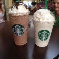 Foto tirada no(a) Starbucks por Noud W. em 7/9/2012