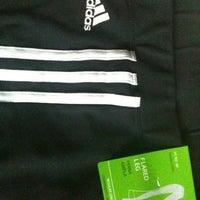 6058b41e6c ... Foto tirada no(a) Adidas Outlet por Magnólia em 9 1 2012 ...