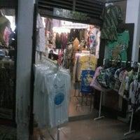 Foto scattata a Pasar Seni Ancol da cathy L. il 6/22/2012
