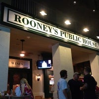 Photo prise au Rooney's Public House- the Gastropub par Syd H. le8/5/2012