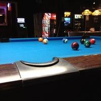 Foto tirada no(a) Eastside Billiards & Bar por Cristina R. em 7/28/2012