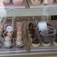 Снимок сделан в Gigi's Cupcakes пользователем Sarah L. 8/22/2012