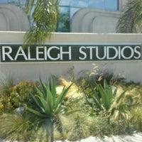 Foto tomada en Raleigh Studios Hollywood por D el 8/17/2012