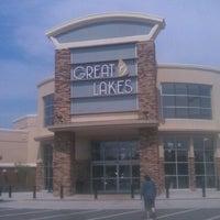 Photo prise au Great Lakes Mall par Fashionably Cleveland le8/2/2012