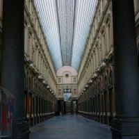 7/6/2012 tarihinde Smilely M.ziyaretçi tarafından Galeries Royales Saint-Hubert / Koninklijke Sint-Hubertusgalerijen'de çekilen fotoğraf