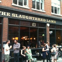 Снимок сделан в The Slaughtered Lamb пользователем Valentina D. 7/27/2012