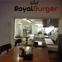 Photo prise au Royal Burger par Roberto B. le6/8/2012