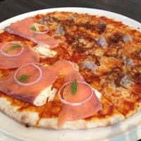 5/8/2012 tarihinde Joice L.ziyaretçi tarafından PizzaZo Bistro'de çekilen fotoğraf