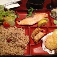 9/11/2012 tarihinde Sarah S.ziyaretçi tarafından Osaka Japanese Bistro'de çekilen fotoğraf