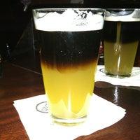 Foto scattata a Quinn's Irish Pub da Kandace W. il 8/12/2012