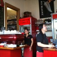 10/11/2011にJ H.がCircus Circus Cafeで撮った写真