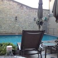 7/24/2012 tarihinde Fernando V.ziyaretçi tarafından Aliana Hotel & Suites'de çekilen fotoğraf