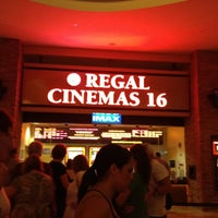 Foto tirada no(a) Regal Cinemas Red Rock 16 & IMAX por Kimberly A. em 7/8/2012
