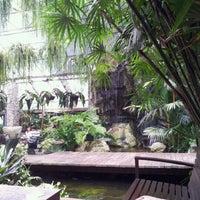 Foto diambil di Bankampu Tropical Café oleh Nongae S. pada 3/17/2012