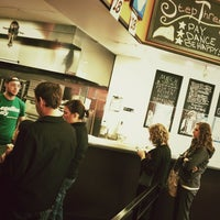Foto tomada en Ian's Pizza por Aaron L. el 3/23/2012