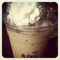 7/21/2012 tarihinde Meganziyaretçi tarafından One Shot Cafe'de çekilen fotoğraf