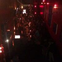 Foto diambil di The SKINnY Bar & Lounge oleh Matt F. pada 10/14/2011