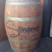 Foto tirada no(a) Sonoma Wine Garden por Brett Y. em 5/16/2012