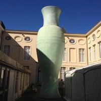 รูปภาพถ่ายที่ Design Museum Gent โดย Chris B. เมื่อ 9/9/2012