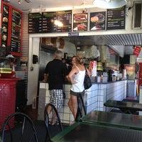 Das Foto wurde bei Willie's Burgers von Staci D. am 7/30/2012 aufgenommen
