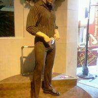 Foto tirada no(a) Madame Tussauds Las Vegas por Stephanie W. em 1/5/2012