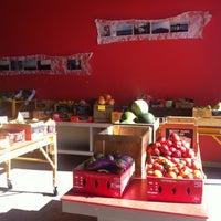 Foto diambil di Rosemont Produce Company oleh Hollie C. pada 9/3/2012