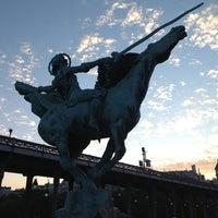 Das Foto wurde bei Pont de Bir-Hakeim von Tero am 7/8/2012 aufgenommen