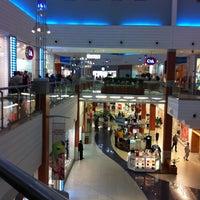 รูปภาพถ่ายที่ Floripa Shopping โดย Ingo S. เมื่อ 3/10/2011