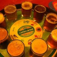 Снимок сделан в Laurelwood Public House & Brewery пользователем emuchico W. 4/26/2012