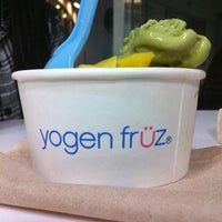 Foto tirada no(a) Yogen Fruz por Timmy em 3/17/2011