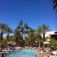 รูปภาพถ่ายที่ MGM Grand Pool โดย Melisa💓 R. เมื่อ 6/9/2012