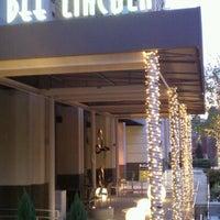 Foto tirada no(a) Dee Lincoln's Bubble Bar & Private Events por Brad P. em 3/10/2012