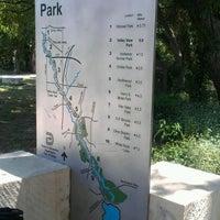 Foto tirada no(a) White Rock Lake Bike & Hiking Trail por James J. P. em 5/17/2012