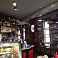 Снимок сделан в Butcher & The Burger пользователем Steph 3/16/2012