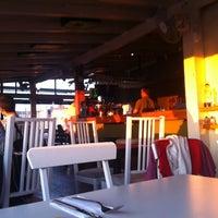 8/31/2012 tarihinde Dogus S.ziyaretçi tarafından Balkon Bar'de çekilen fotoğraf