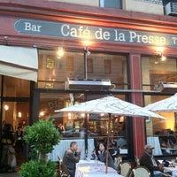 Das Foto wurde bei Café de la Presse von Kevin L. am 7/15/2012 aufgenommen