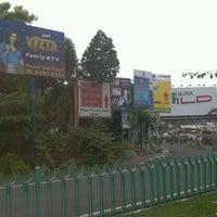 Снимок сделан в Gerbang Tol Pondok Gede Timur пользователем Brian B. 3/20/2012
