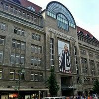 Das Foto wurde bei Kaufhaus des Westens (KaDeWe) von Markus 🦂 am 7/28/2012 aufgenommen