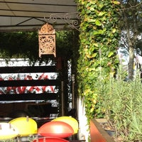 4/24/2012 tarihinde Edna B.ziyaretçi tarafından La Rauxa Café'de çekilen fotoğraf