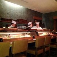 Photo prise au Blue Ribbon Sushi Bar & Grill par Allison G. le2/15/2012