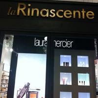 Das Foto wurde bei La Rinascente von Rossano S. am 2/4/2012 aufgenommen