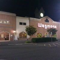 Снимок сделан в Wegmans пользователем Rowan M. 7/12/2012